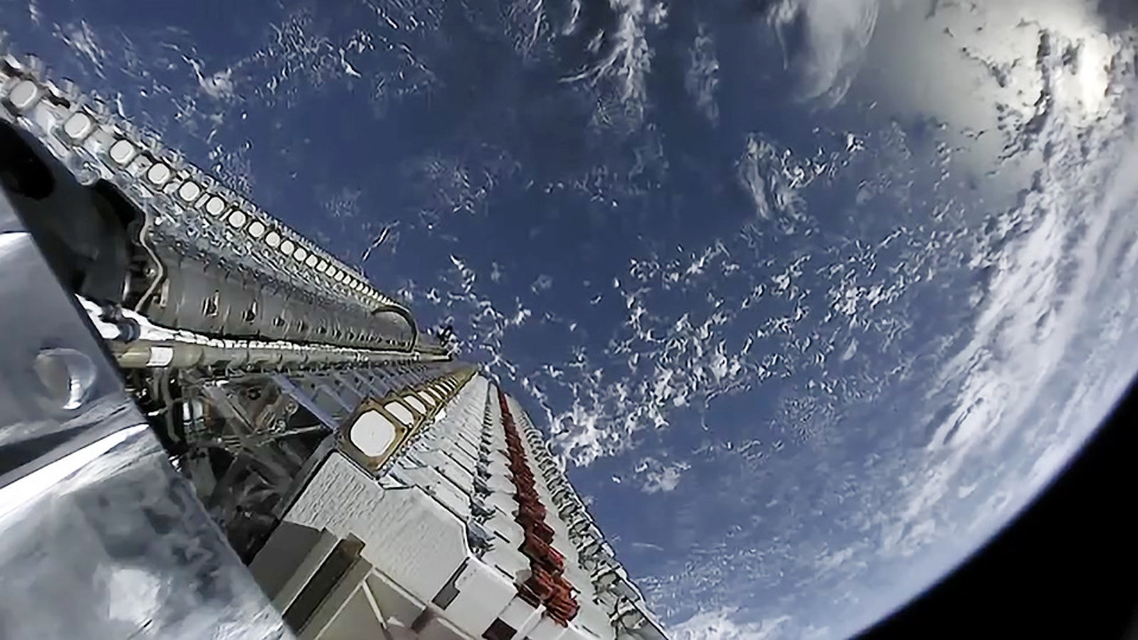 The internet satellite of SpaceX can create trouble for the astronauts